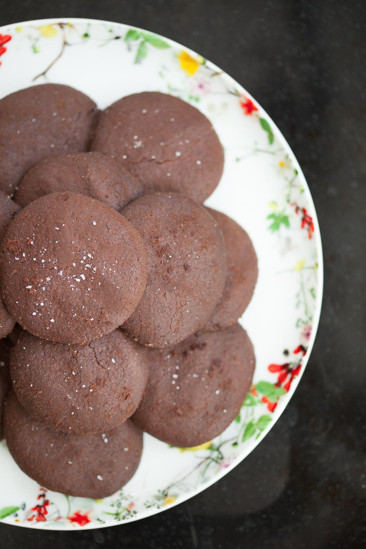biscotti al cioccolato fondente e sale